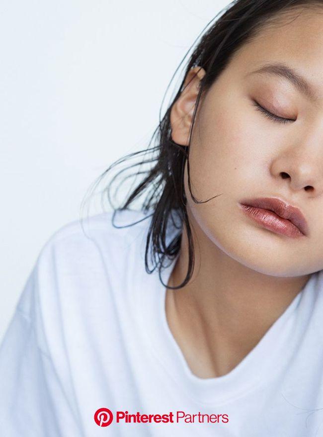M・A・C 光が弾けるテラコッタブラウン 角度によって多彩に偏光するピグメントをたっぷりと。陽射しに奔放にきらめく唇が、夏のムードを盛り上げる。レトロ マット リキッド リップカラー フォイルド ¥3,700 in 2020 | Hair beauty:__cat__, Beauty skin, B