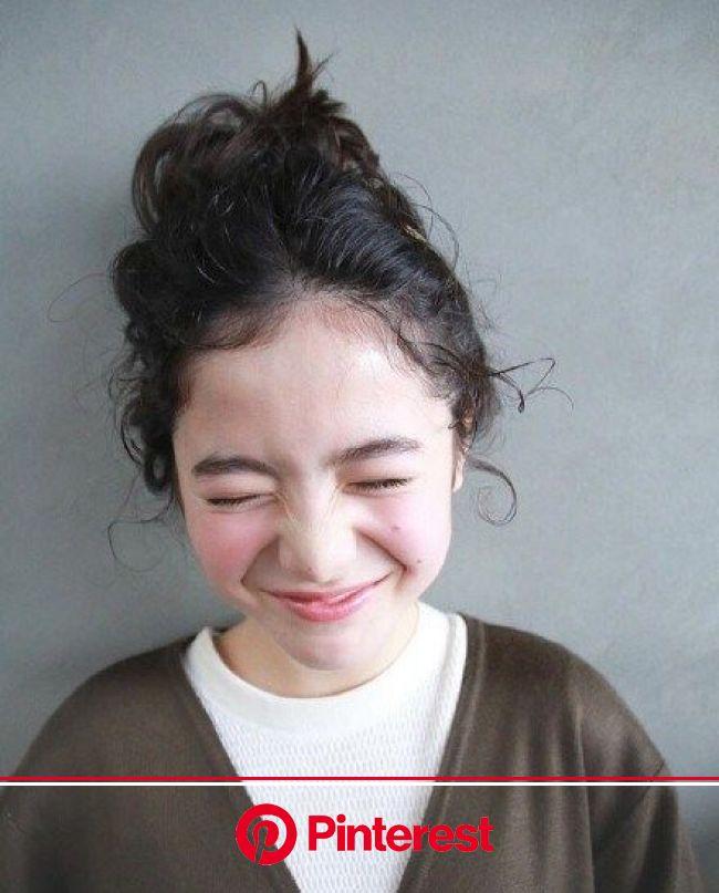 山田直美は誰?中国で話題の日仏ハーフ美少女モデルが謎すぎる! | 髪の毛 アレンジ ミディアム, 髪の毛アレンジ, ヘア アイディア