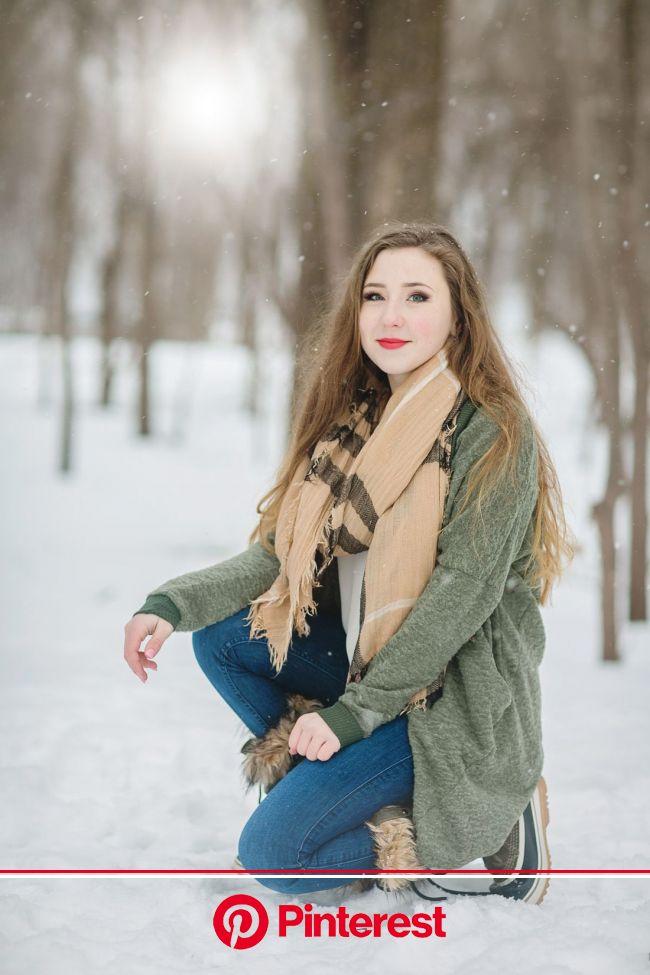 Winter Senior Model Shoot - Twin Cities Senior Pictures | Nealy Lanzen in 2020 | Winter senior pictures, Senior model shoot, Girl senior pictures