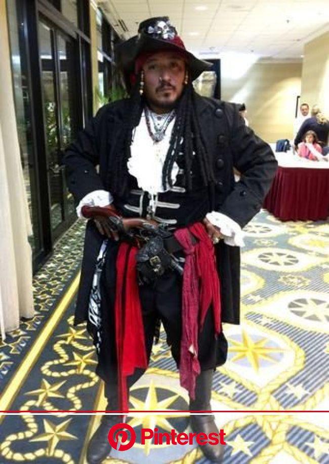Arrrrr Fine Customers in Pirate Fashion Garb – Pirate Fashions in 2020 | Pirate fashion, Fashion, Garb