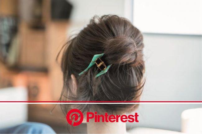 仕事中におすすめ髪まとめ方【14選・動画付き】│オフィスにバイト!きっちりと髪をまとめるシーンで活躍するまとめ髪特集 | ヘアスタイリング, 髪型 アレンジ 簡単, ミディアム まとめ髪