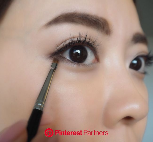誰でも「たれ目」になれるアイライナーの引き方。 プロの技&おすすめアイテムを✔︎ in 2020   Skin care